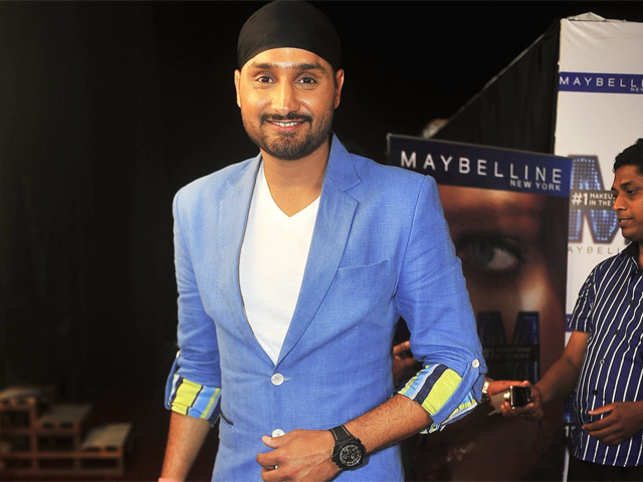 Team India should give Dhoni and Pandya freedom to attack: Harbhajan Singh