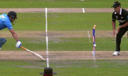 MS Dhoni run out of a no-ball create controversy