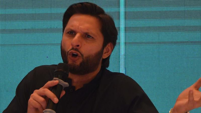 Shahid Afridi trolls by A Pakistan Journalist over his Kashmir tweet