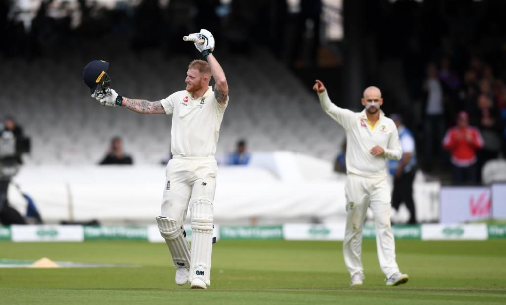Ben Stokes gets hit in the abdomen