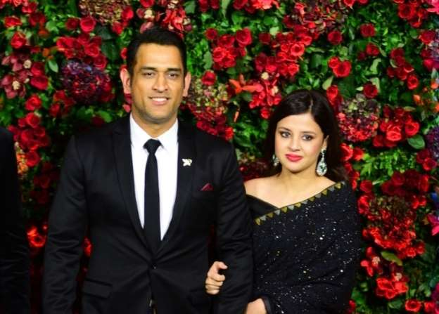 Sakshi Dhoni clears all the rumours related to MS Dhoni's retirement