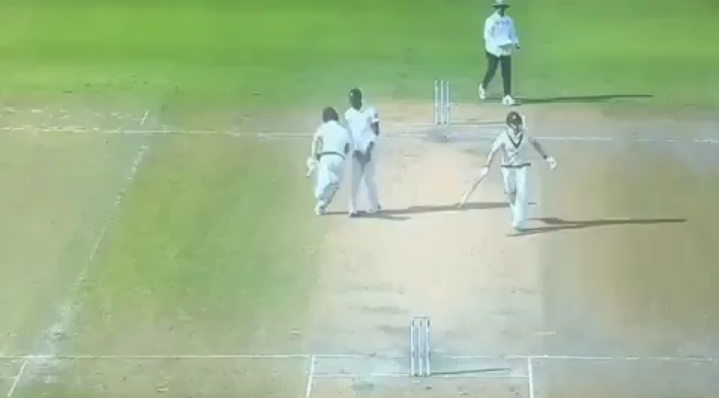 Jofra Archer intimidates Mathew Wade during the ongoing Ashes test