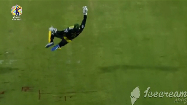 Glenn Phillips takes a stunner catch during a CPL match