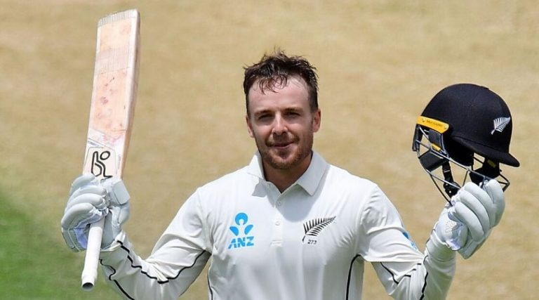 New Zealand fans celebrate in 'Dada' Style as Blundell hits a Century