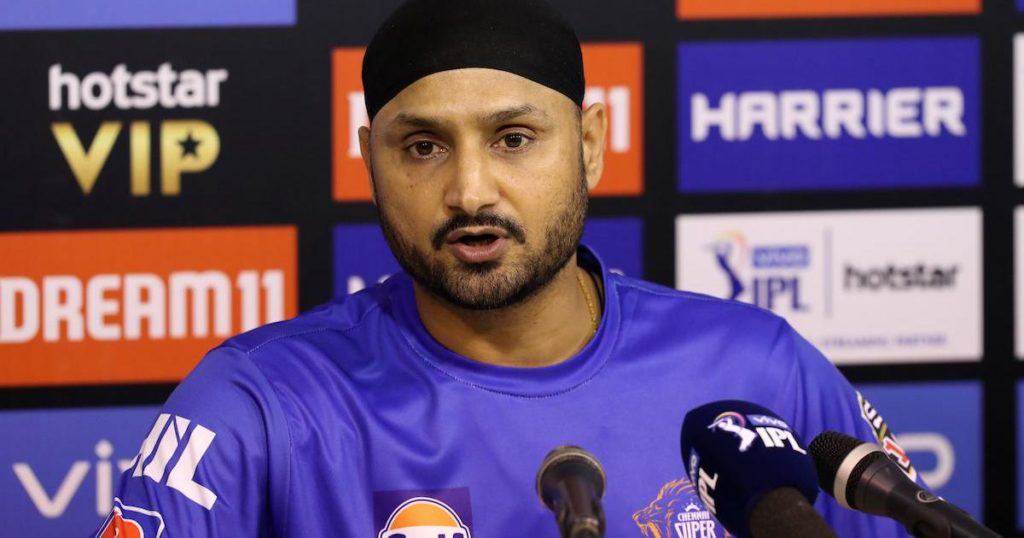 Harbhajan Singh gives reason behind MSD's omission from central contract