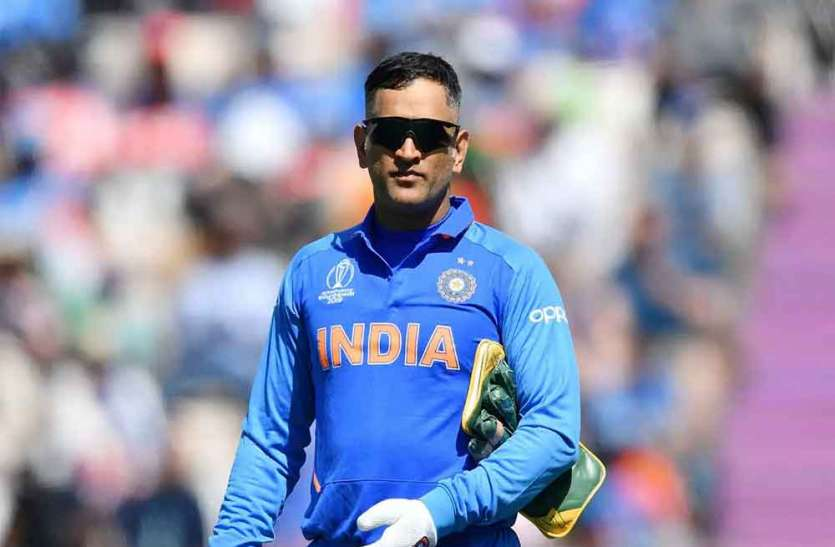 """""""MS Dhoni will make it to the World T20"""" says MS Dhoni's childhood coach"""