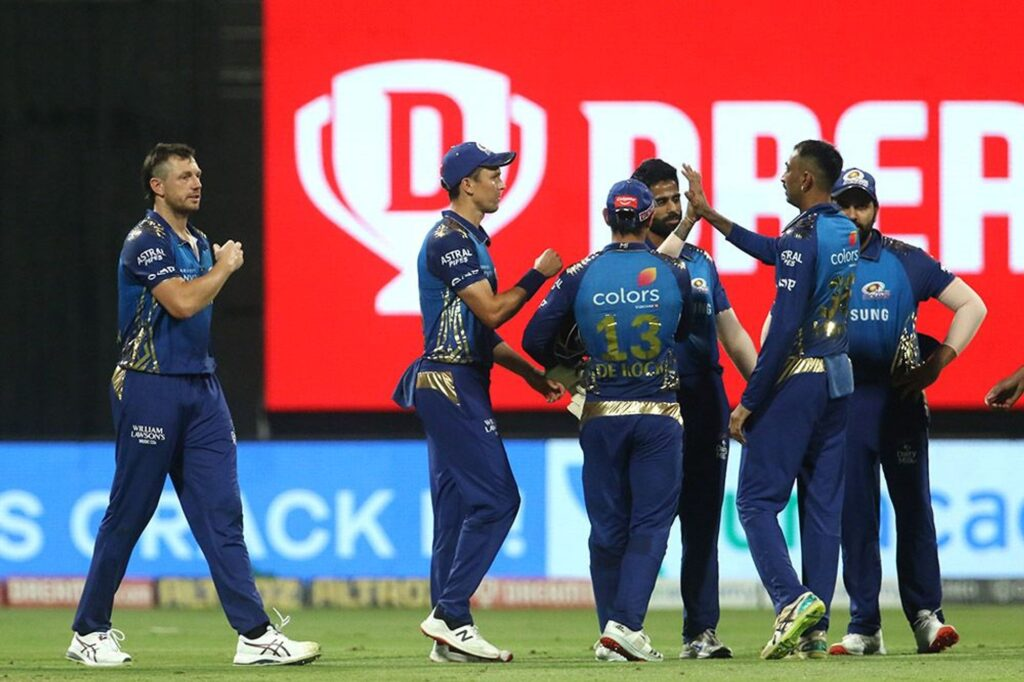MI's tweet during the match against DC sparks fixing allegation in IPL