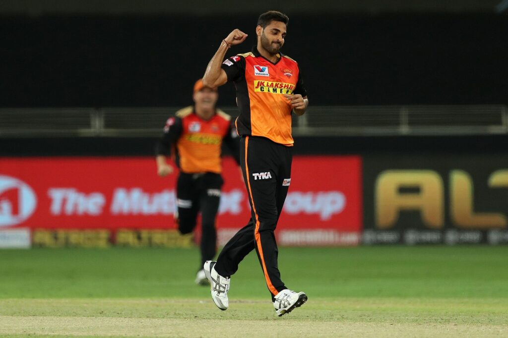 Sunrisers Hyderabad dealt with a huge blow as Bhuvneshwar Kumar gets injured