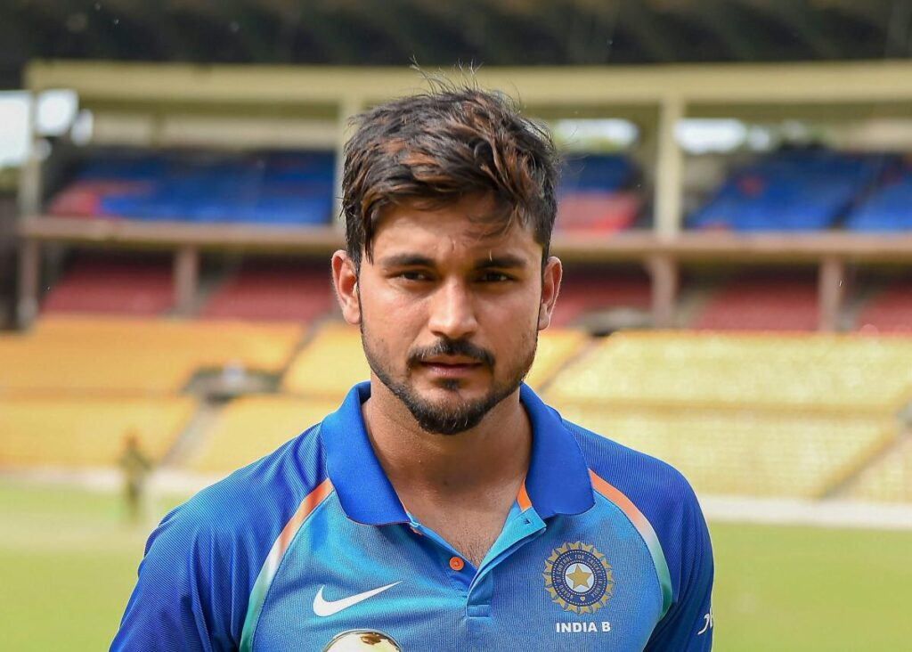What is the main reason behind replacing Manish Pandey with Shreyas Iyer in the second T20Is against Australia?