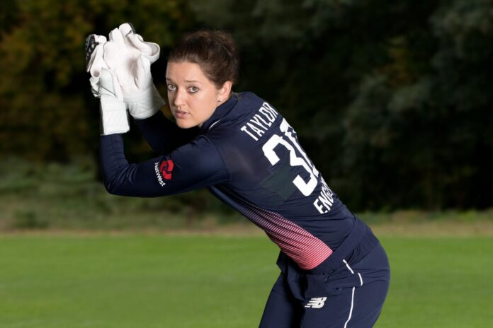 Sarah Taylor signs for the Hundred Tournament