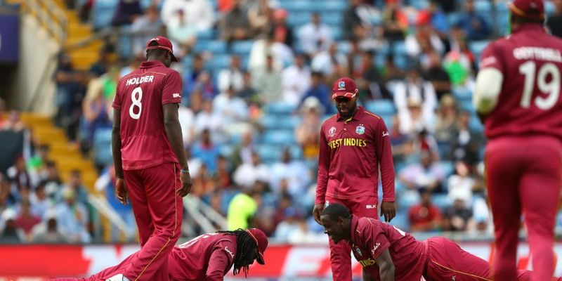 Chris Gayle and Carlos Brathwaite celebrates the wicket with push-ups