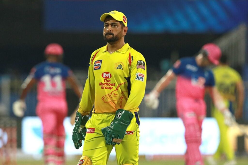 KRK posts a highly critical tweet about Dhoni's performance against SRH