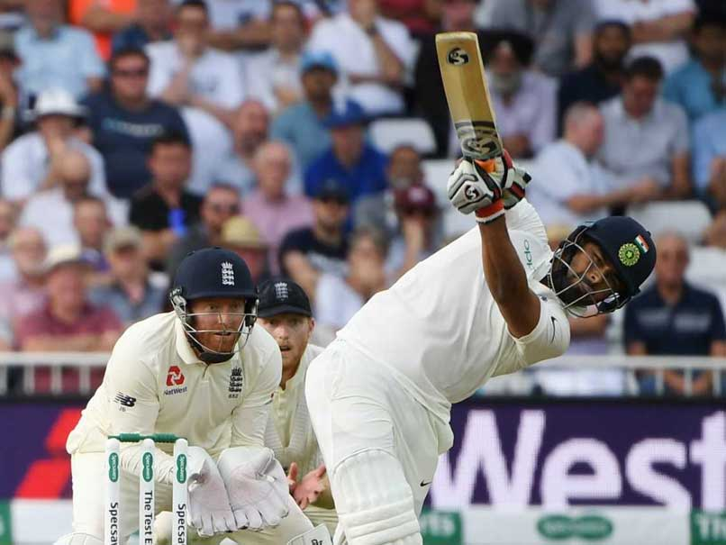 Rishabh Pant gets out after Being consoled by Virat Kohli
