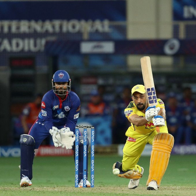 MS Dhoni seen in cussing after being dismissed early